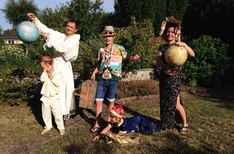 Les Gourm'trotters en photo et costumes du monde