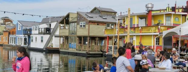 maisons colorées comme l'accueil chaleureux des Canadiens